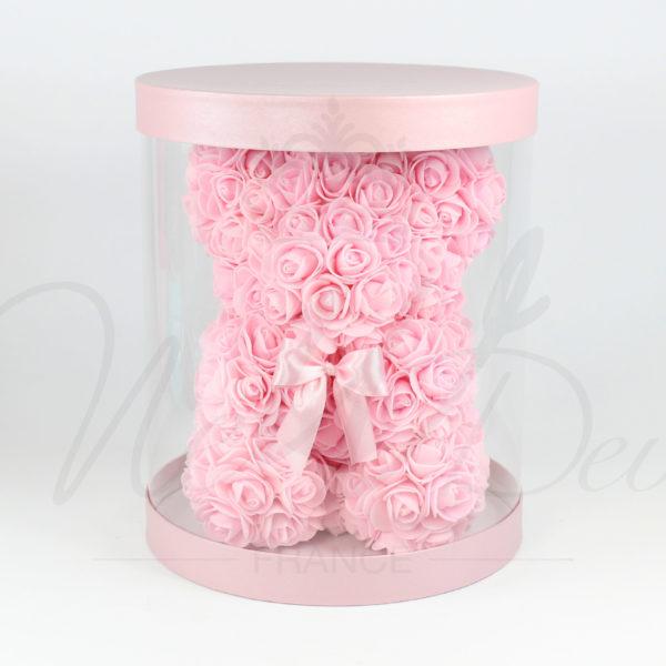 Ours en roses dans sa boîte
